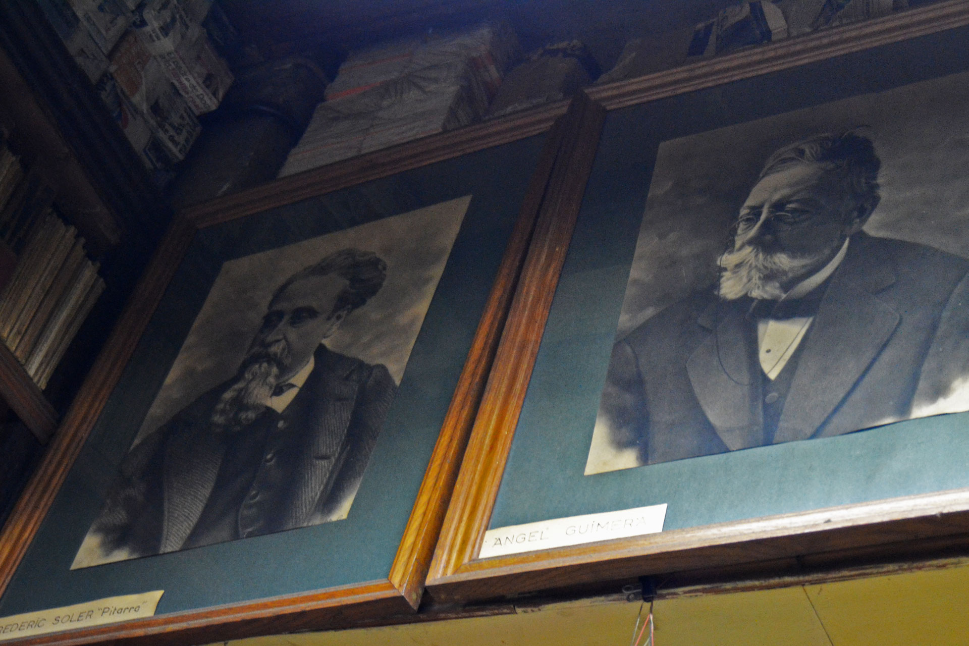 ヨーロッパの古書堂に飾られているフレームアート