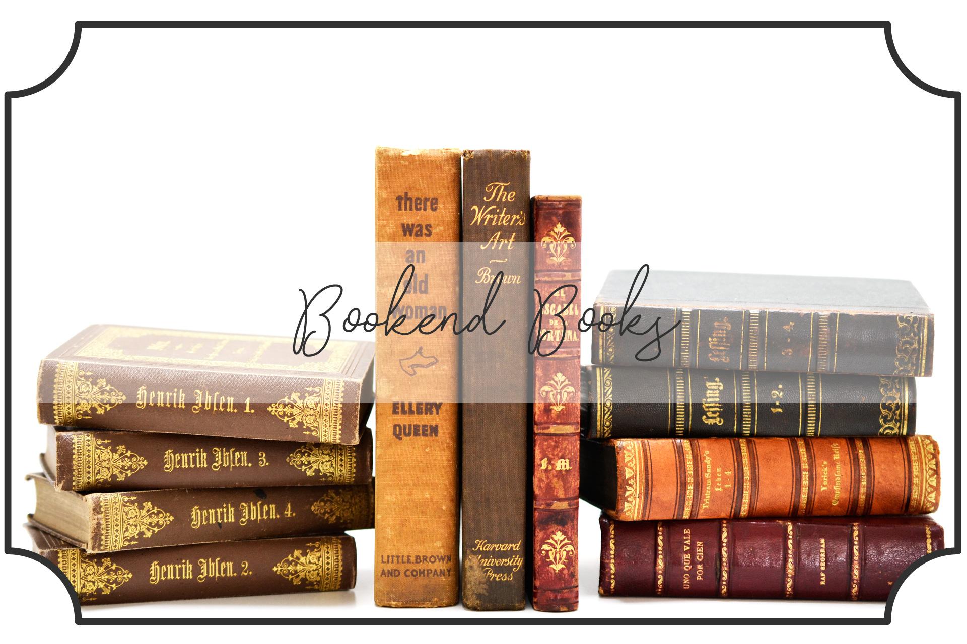 本を積み重ねたブックエンドで挟む