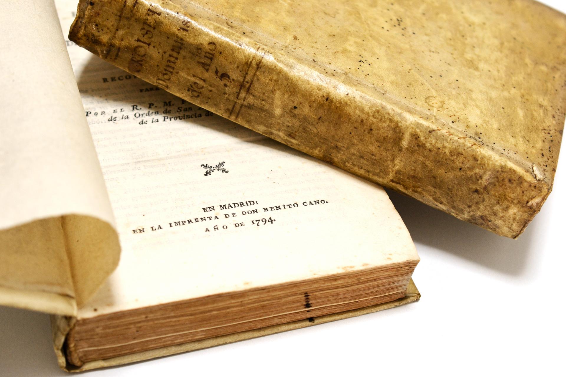 1794年に発刊された羊皮紙装の古書