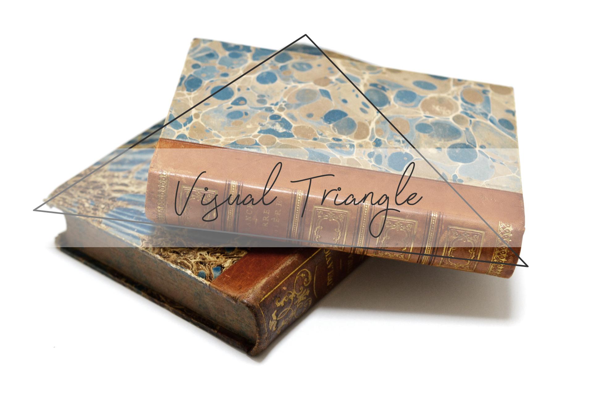 三角形を意識して飾った本