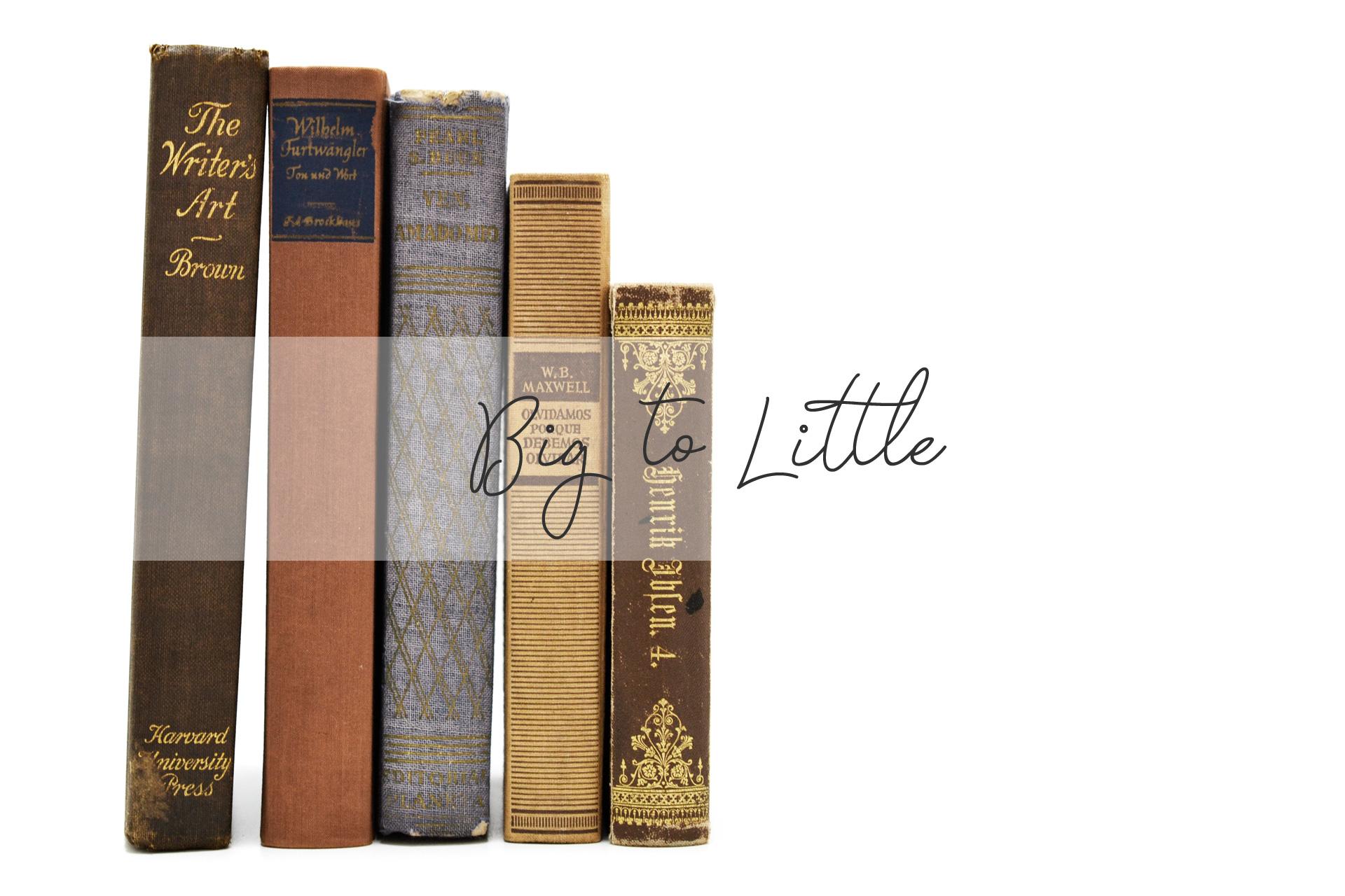 大きい本から小さい本の順に飾る