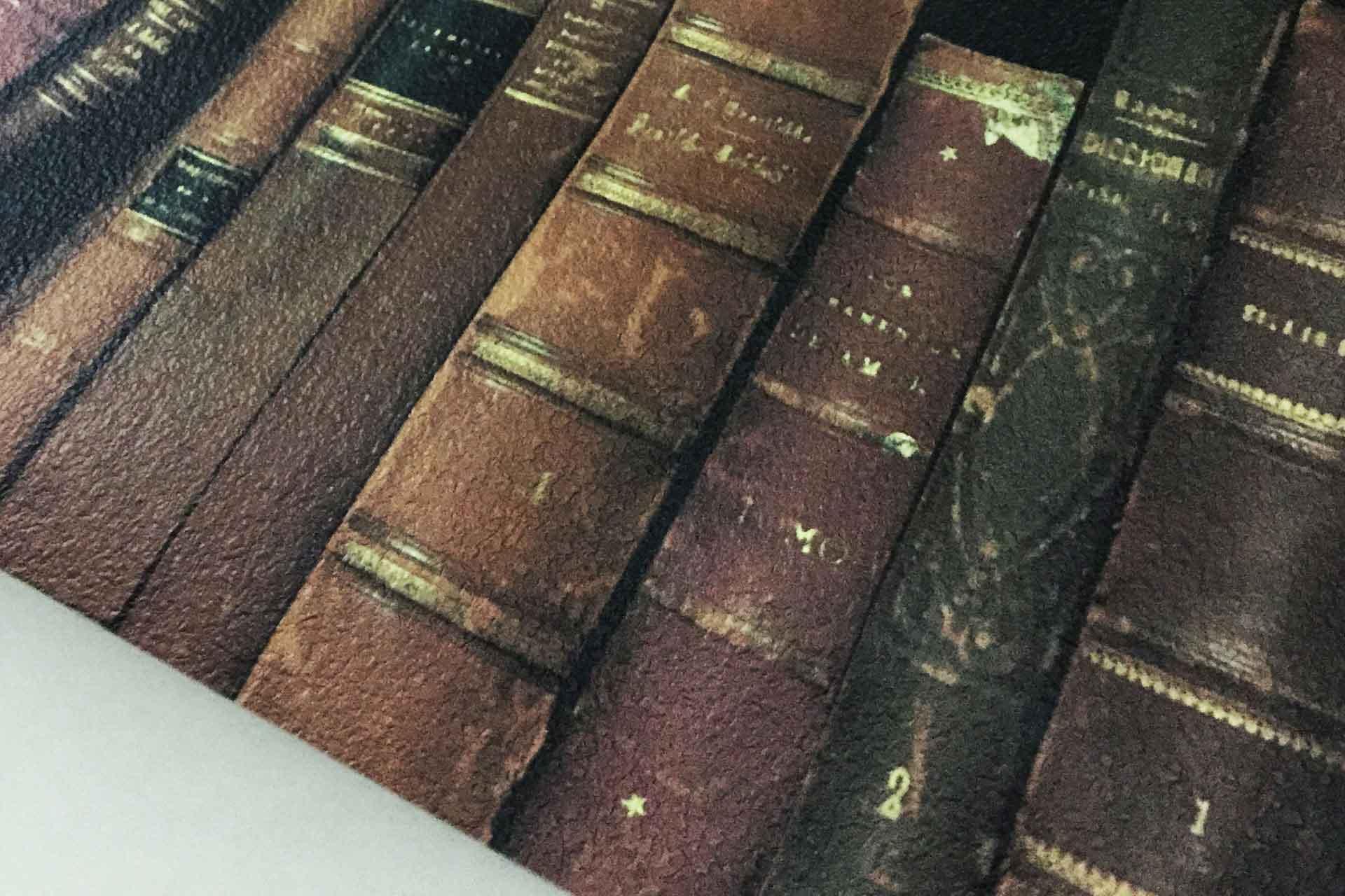 本棚がリアルに再現された洋書棚の壁紙